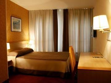 Hotel Le Montmartre Saint Pierre