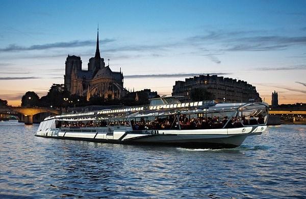 Bateaux-Mouches - Almuerzos y cenas con crucero