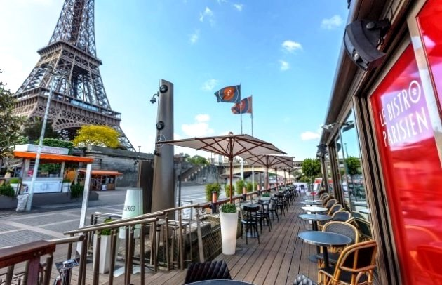 Le Bistro Parisien - Quayside restaurant below the Eiffel Tower