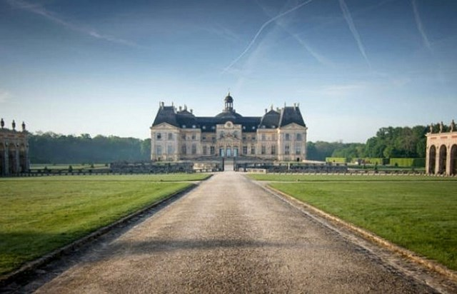 vaux le vicomte and fontainebleau from paris paris tourist office. Black Bedroom Furniture Sets. Home Design Ideas